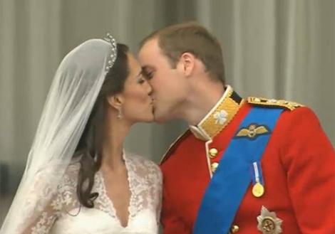 поцелуй на балконе Букингемского дворца