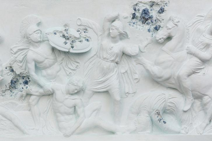 Античные скульптуры на выставке Дэниела Аршама в Париже (фото 0)