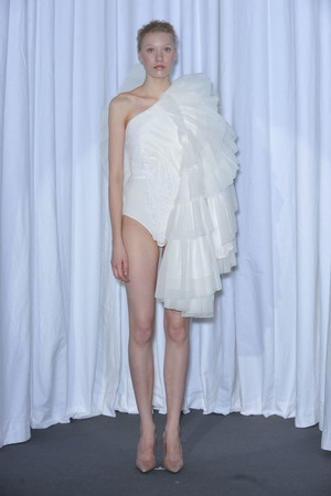 Показ Maison Martin Margiela коллекции сезона Весна-лето 2010 года haute couture - www.elle.ru - Подиум - фото 139135
