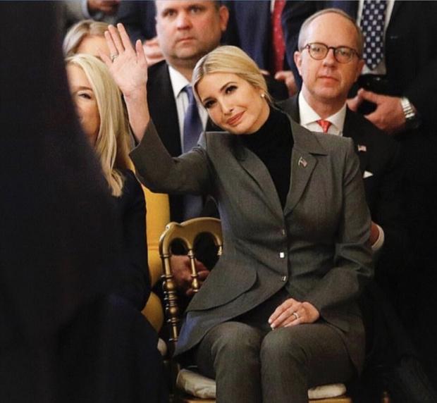 В холода носите пиджак с водолазкой как Иванка Трамп (фото 3)