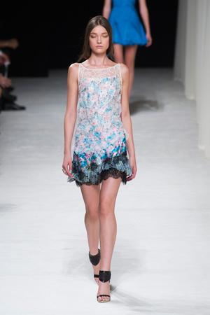 Показ Nina Ricci коллекции сезона Весна-лето 2014 года prêt-à-porter - www.elle.ru - Подиум - фото 567339