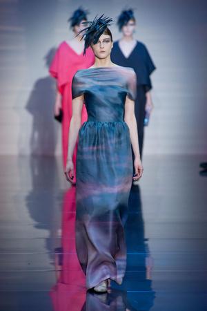 Показ Giorgio Armani Privé коллекции сезона Осень-зима 2012-2013 года haute couture - www.elle.ru - Подиум - фото 404190