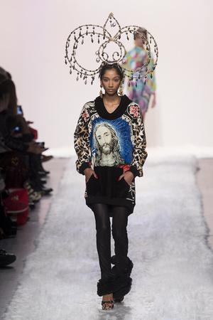 Показы мод Jeremy Scott Осень-зима 2017-2018 | Подиум на ELLE - Подиум - фото 4801