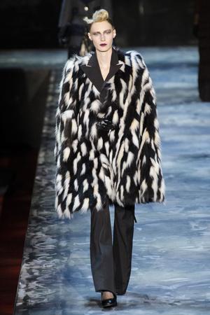 Показ Marc Jacobs коллекции сезона Осень-зима 2015-2016 года prêt-à-porter - www.elle.ru - Подиум - фото 594186