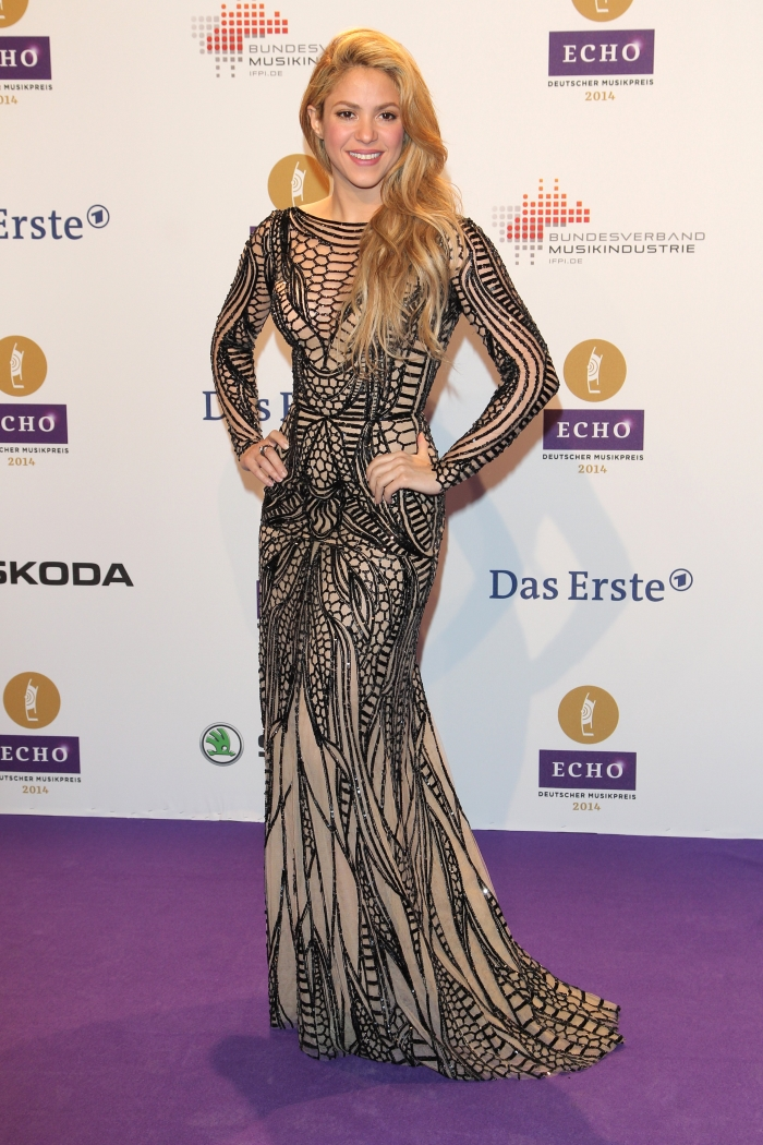 Шакира на ковровой дорожке: платье с пайетками