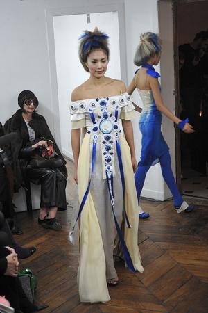 Показ On Aura Tout Vu коллекции сезона Весна-лето 2009 года haute couture - www.elle.ru - Подиум - фото 86888