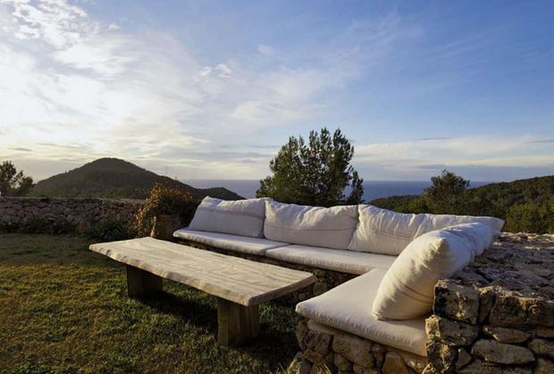 О. Ибица, Испания
