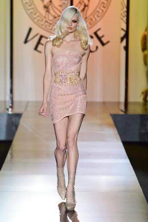 Показ Atelier Versace коллекции сезона Осень-зима 2012-2013 года Haute couture - www.elle.ru - Подиум - фото 402904