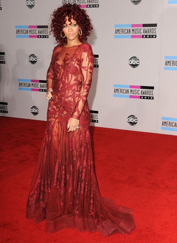 Рианна на церемонии American Music Awards-2010