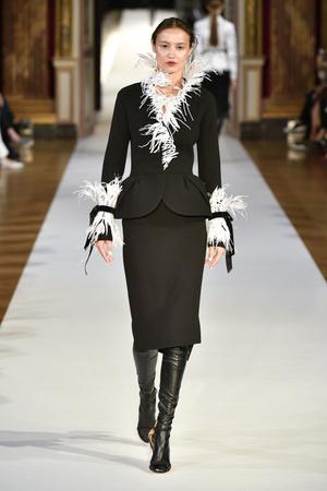 Показ Yanina Couture коллекции сезона Осень-зима 2017-2018 года haute couture - www.elle.ru - Подиум - фото 624005