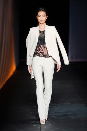 Показы мод Roberto Cavalli Весна-лето 2012 | Подиум на ELLE - Подиум - фото 1859