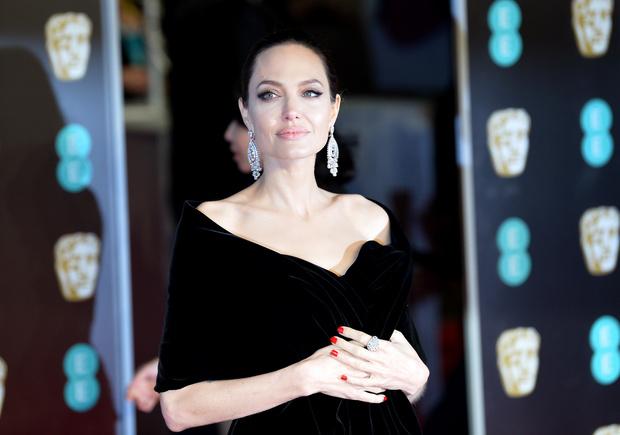 Глаз не отвести: Анджелина Джоли на премии BAFTA-2018 (фото 8)