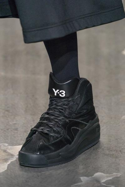 Архивные кроссовки и технологические прорывы в Y-3 Men's Fall 2019 (галерея 1, фото 17)