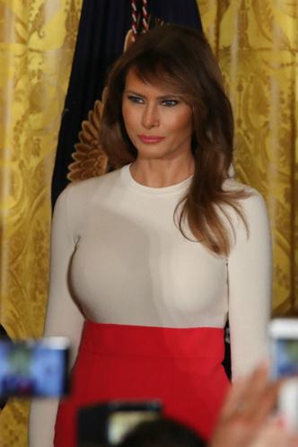 Мелания Трамп на мероприятии в Белом доме фото [3]