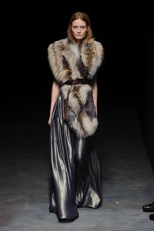 Показ Yiqing Yin коллекции сезона Весна-лето 2014 года haute couture - www.elle.ru - Подиум - фото 575317