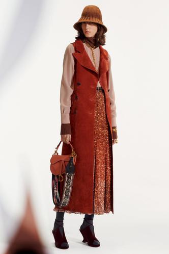 Стиль великих художниц в Dior Pre-Fall 2019 (фото 5.1)