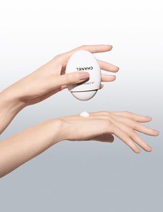 Сама нежность: новый крем для рук Chanel La Creme Main фото [3]