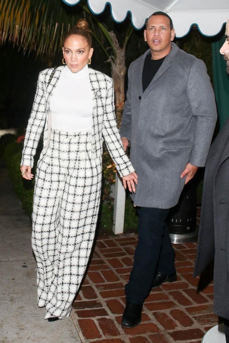 В кутюрном Chanel на семейный ужин: Дженнифер Лопес как всегда ни в чем себе не отказывает (фото 5)