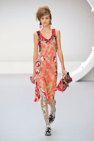 Показы мод Louise Gray Весна-лето 2013 | Подиум на ELLE - Подиум - фото 1159