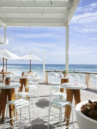 Пляжный клуб на берегу океана в Австралии (фото 15.1)