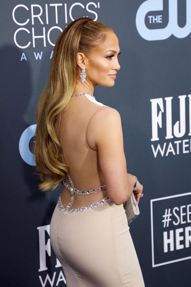 Пропустите вперед королеву: практически «голое» платье Дженнифер Лопес (фото 3)