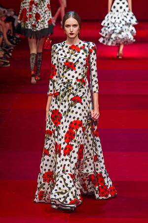 Показ Dolce & Gabbana коллекции сезона Весна-лето 2015 года Prêt-à-porter - www.elle.ru - Подиум - фото 589984
