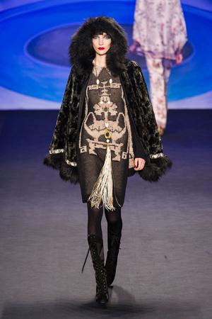 Показ Anna Sui коллекции сезона Осень-зима 2014-2015 года prêt-à-porter - www.elle.ru - Подиум - фото 577675