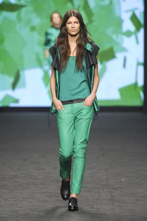 Показ CNC Costume National коллекции сезона Весна-лето 2012 года prêt-à-porter - www.elle.ru - Подиум - фото 303044