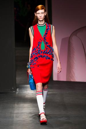 Показы мод Prada Весна-лето 2014 | Подиум на ELLE - Подиум - фото 3605