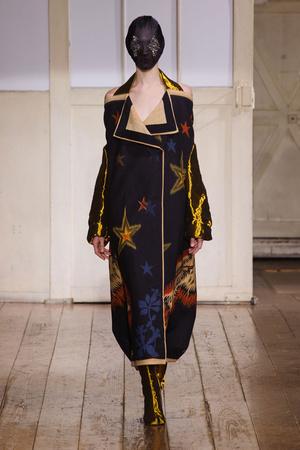 Показ Maison Martin Margiela коллекции сезона Весна-лето 2014 года haute couture - www.elle.ru - Подиум - фото 575103