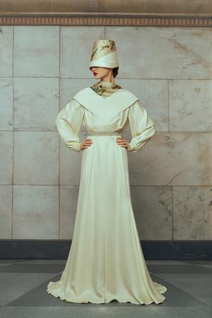 Свадебные платья в стиле 50-х, шляпы и безупречная вышивка: лукбук Edem (фото 8.2)