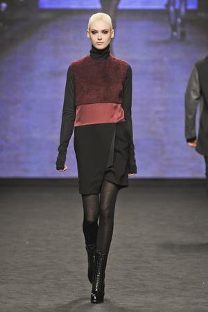 Показы мод CNC Costume National Осень-зима 2012-2013 | Подиум на ELLE - Подиум - фото 1515