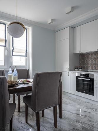 Дитя заката: фламинго и другие яркие  решения в типовой квартире 55 м² (фото 5.2)