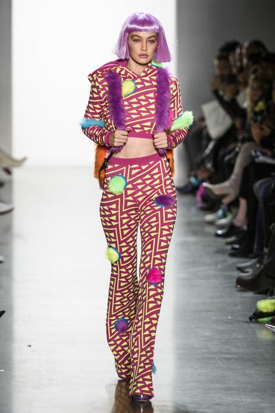 Джиджи Хадид на показе Jeremy Scott в Нью-Йорке (галерея 1, фото 1)