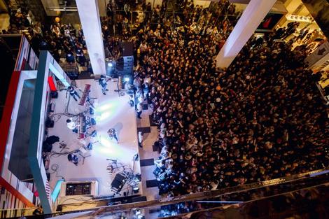В «Цветном» состоялся концерт группы Clean Bandit | галерея [1] фото [3]