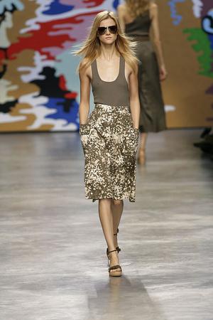 Показы мод Stella McCartney Весна-лето 2010 | Подиум на ELLE - Подиум - фото 2921