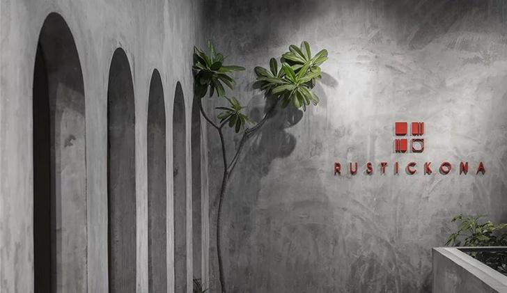 Терракотовые стены в арт-галерее в Индии (фото 12)