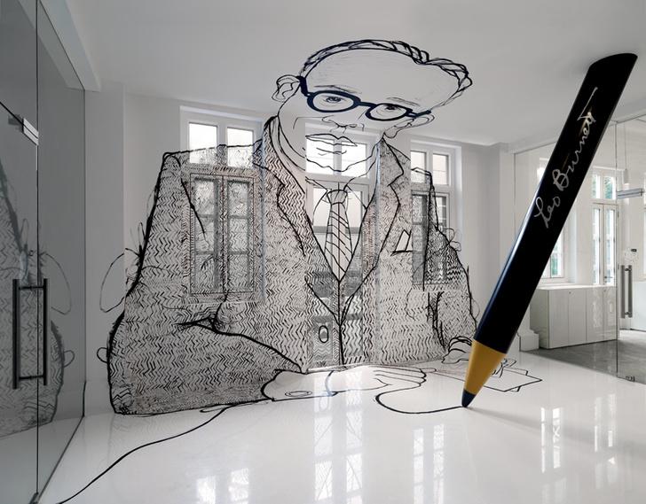 Фойе офиса украшает гигантский портрет отца-основателя компании Лео Бернетта, нарисованный на полу, стене, потолке и даже окнах.
