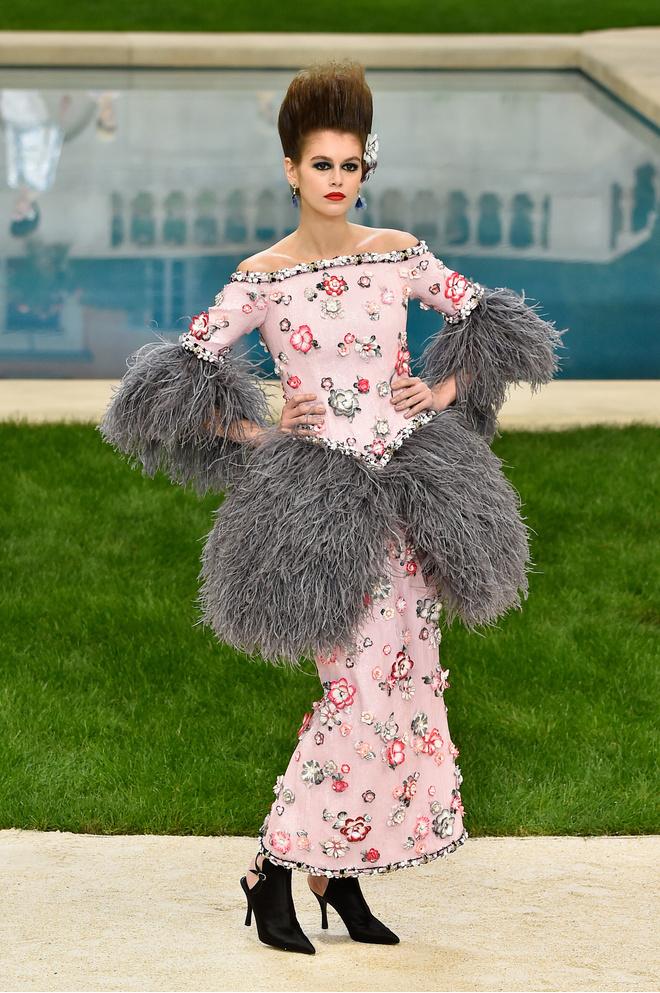 10 знаковых платьев Chanel, созданных Карлом Лагерфельдом (фото 20)