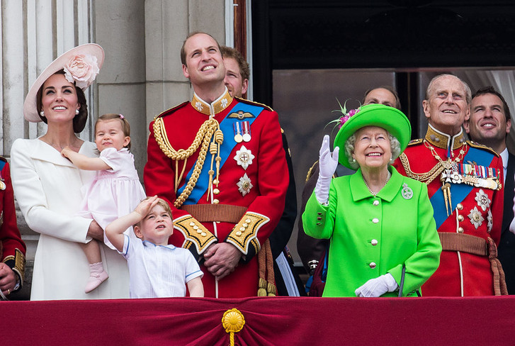 Елизавета II отмечает свой второй день рождения (фото 1)