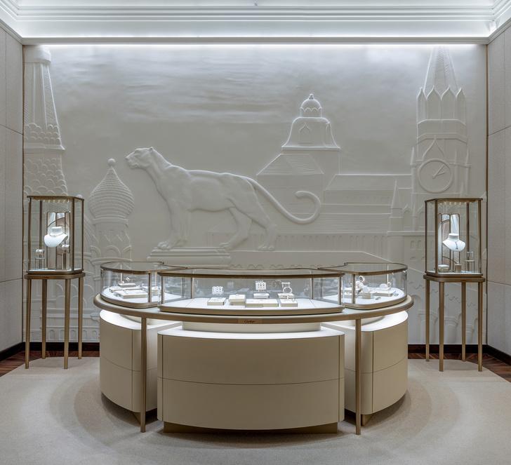 Обновленный бутик Cartier в ГУМе с барельефом (фото 0)
