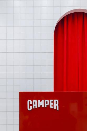 Красное на белом: бутик Camper Together в Москве от студии Asketik (фото 7.1)