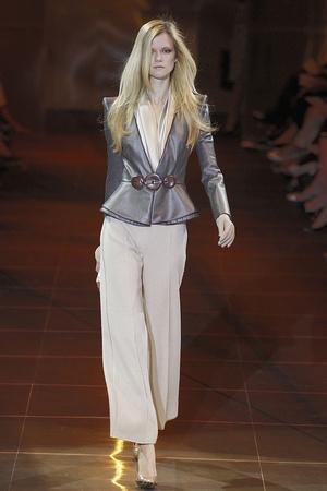 Показ Giorgio Armani Privé коллекции сезона Осень-зима 2010-2011 года haute couture - www.elle.ru - Подиум - фото 167643