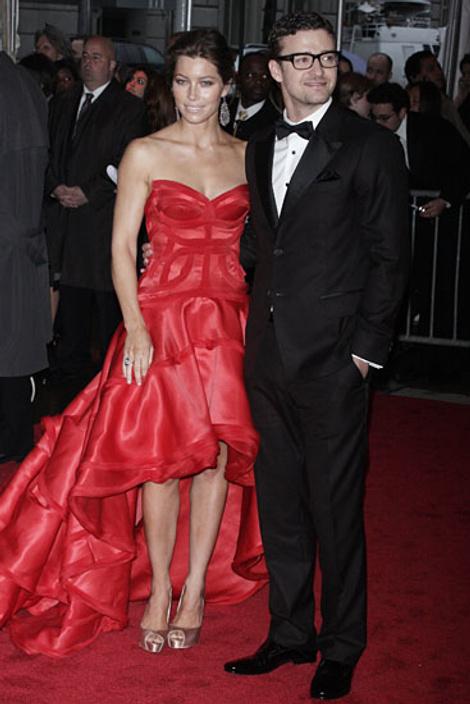 Джастин Тимберлейк и Джессика Биель (на ней платье от Versace)