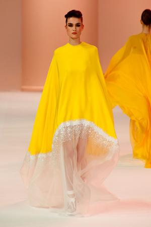 Показ Stephane Rolland коллекции сезона Весна-лето 2014 года Haute couture - www.elle.ru - Подиум - фото 575030