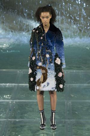 Показ Fendi коллекции сезона Осень-зима 2016-2017 года Haute couture - www.elle.ru - Подиум - фото 607466