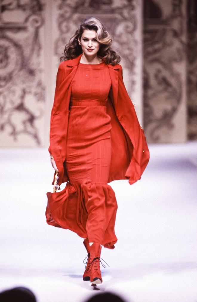 10 знаковых платьев Chanel, созданных Карлом Лагерфельдом (фото 6)