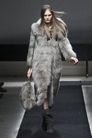 Показ Simonetta Ravizza коллекции сезона Осень-зима 2011-2012 года prêt-à-porter - www.elle.ru - Подиум - фото 242689