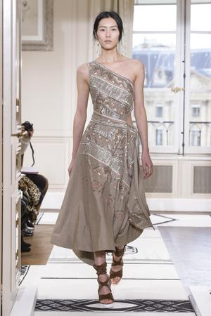 Показ Schiaparelli коллекции сезона Весна-лето 2018 года Haute couture - www.elle.ru - Подиум - фото 671321