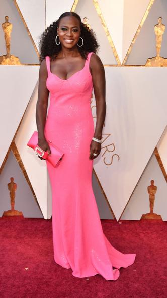 Самые яркие платья церемонии «Оскар — 2018» (фото 5.2)